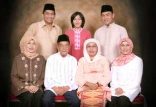 Prof DR. Hj. Irda Fidrianny Apt, Guru Besar Wanita Pertama di Riau