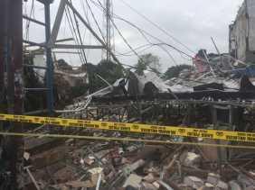 Gedung Pizza Hut Hancur Akibat Ledakan