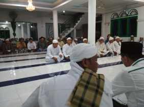 Jamaah Surau Suluk Thariqat Berdoa Untuk Kemenangan Firdaus - Rusli