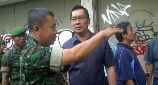 Ridwan Kamil melayat ke rumah duka guru ditusuk preman terminal