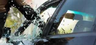 Braak! Mobil Ford jadi Sasaran Pecah Kaca di Jalan Rajawali Sakti Pekanbaru, Barang Berharga Lesap S