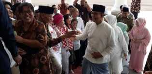Video Anies Disoraki Warga Saat Open House Jokowi