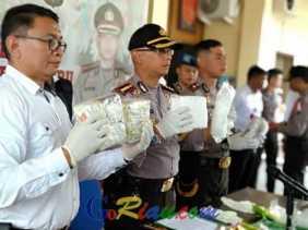 Bawa 8 Kg Sabu, Residivis Kasus Perampokan Ditangkap di Simpang Tugu Payung Pekanbaru