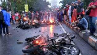 6 Motor Polisi Dibakar Mahasiswa