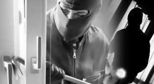 Sekuriti Ditangkap Polisi Karna Nekat Mencuri Perhiasan Majikanya.