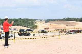 Pengerjaan Pembangunan Jalan Tol Pekanbaru-Dumai Terbaik di Sumatera