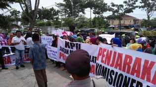 Massa BISA Demo KPU Pekanbaru