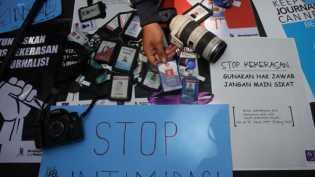 Polisi Pukul Wartawan Saat Liput Demo Rumah Deret di Bandung