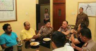 Beredar di Media Sosial Foto Pertemuan 2 Pengeroyok Hermansyah dan Kapolda