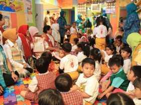 Suasana Suka Cita Kedatangan Ibu Negara di Paud Mekar Jaya