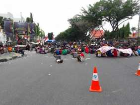 Pemprov Riau Fasilitasi Dialog antara Warga Suku Sakai dan PT IMS