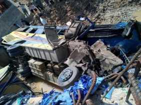 Pinem Tabrak Pick Up di Pinggir, 1 Tewas 19 Penumpang Terluka