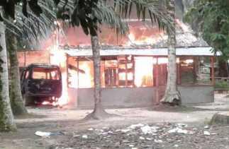 Rumah Pelaku Pencabulan Anak-anak Mengaji di Pelalawan Dibakar Warga