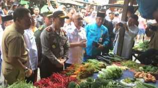 Pasar Kaget Menjamur, Omset Pedagang Pasar Bawah Turun