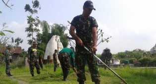 Agar Tidak Terprovokasi SARA, TNI dan warga gelar bersih-bersih vihara