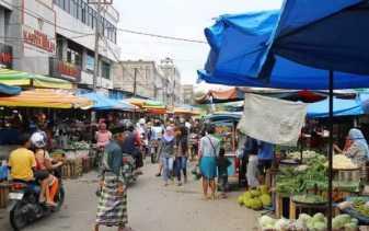 Pedagang Pasar Higienis Pekanbaru Berjualan Di Luar Gedung