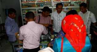 Polisi Geledah Apotek Penjual Serum Palsu