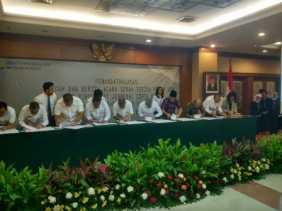 Pemko Pekanbaru Terima Bantuan Buldozer dan Eksavator Kementrian PUPR