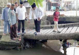 Warga Libungan Keluhkan Jembatan, Plt Wako Pekanbaru Langsung Turun ke Lokasi