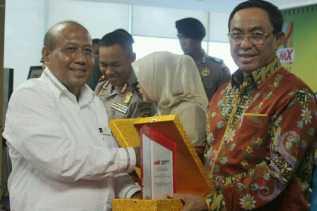 Bupati HM Wardan Terima Award Pekanbaru MX