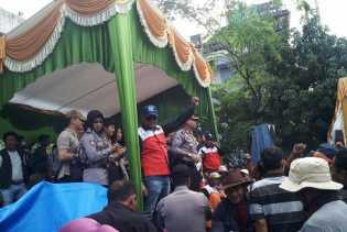 Sempat Khawatir Aksi Mayday, Kapolresta Pekanbaru Akhirnya Bergembira Bersama Buruh