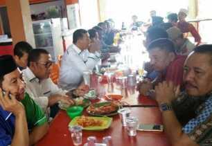 Sarapan di Restoran Aneka Seafood, Adi Winata Doakan Firdaus-Rusli Menang Pilgubri 2018