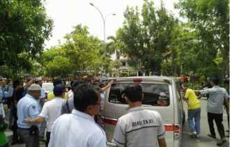 Supir Taksi Pekanbaru Mengamuk, Supir Taksi Uber Jadi Bulan Bulanan