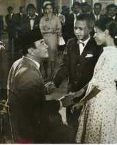 Heboh! Foto 'Obama Cilik' Salaman dengan Soekarno
