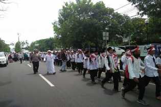 Santri Ternyata Mendapatkan Restu Orang Tua Ikut Aksi Jalan Kaki dari Ciamis ke Jakarta