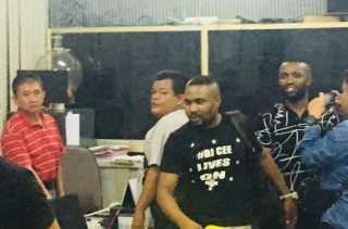 2 Pria Nigeria Pelaku Penipuan Ratusan Juta via Sosmed Ditangkap di Jakarta