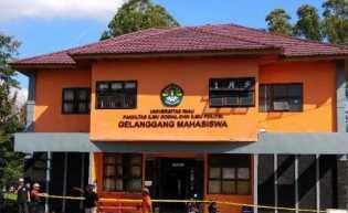 Puluhan Polisi Geledah Gedung Gelanggang Mahasiswa FISIP UNRI, Ada Apa ?