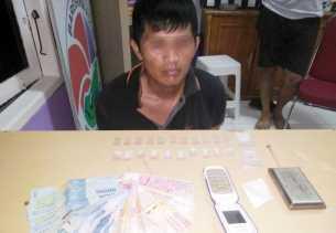 Pengedar Sabu-sabu Celingak-celinguk Nunggu Pembeli, yang Datang Malah Polisi