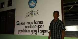 Yoseph, Pemulung Yang Bangun Dua Sekolah Gratis Untuk Anak Miskin
