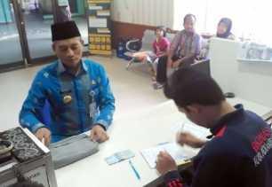 Plt Walikota Pekanbaru Ayat Cahyadi Tunaikan Zakat Profesi ke Baznas