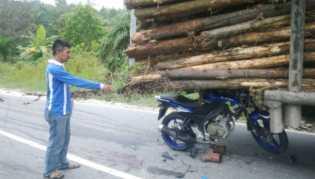 Sepeda Motor Lengket di Bawah Truk Kayu Balak, Edy Pun Tewas