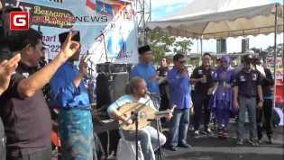 Mustafa 'Debu' Nyanyi Bareng Firdaus - Ayat, Ini Videonya