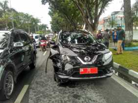 Kecelakaan Beruntun, Mobil Kepala BKD Riau Hancur