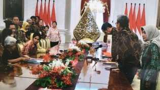 Sanak keluarga korban HAM bertemu Presiden Jokowi di Kamisan ke-540