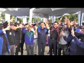 'Turun Gunung', DR Hinca dan H Achmad Terus Tersenyum