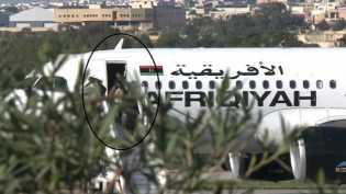 Video Pesawat Libya Dibajak hingga Dipaksa Mendarat dan Penumpang Dibebaskan