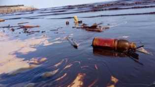 Hanya sanksi administratif bagi Pertamina untuk tumpahan minyak di Teluk Balikpapan: Apakah adil?