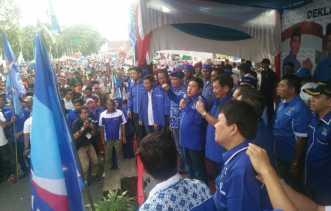 Ribuan Massa Tumpah Ruah Saksikan Deklarasi Firdaus-Ayat