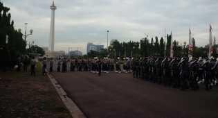 Ratusan Warga Antusias Melihat Upacara HUT RI ke-71 di Istana Negara