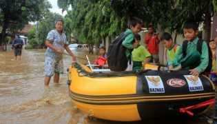 Terkait Banjir Jakarta, Ini Solusi Ahok dan Anies