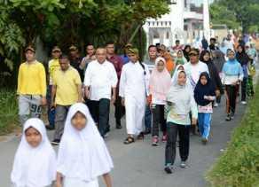 Cagub Riau Nomor 4 Jalan Santai Bersama Warga Tampan
