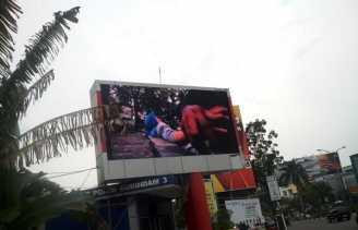 Warga Keluhkan 'Iklan Jambret' di Videotron Simpang Tiga Pekanbaru