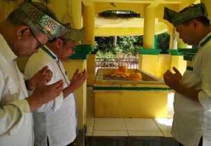 Penjaga Makam Datuk Laksamana Raja Dilaut Sebut Firdaus-Rusli Paling Berpeluang Pimpin Riau
