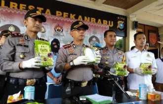 Kepolisian di Pekanbaru Bekuk Kurir Narkoba Jaringan Aceh, 4 Kilogram Lebih Sabu Senilai Rp6,1 Milia
