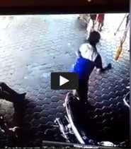 VIDEO: Ngeri!!! Telat Sedetik Saja Bocah ini Tertabrak Mobil