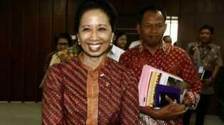 Percakapan menteri BUMN dan dirut PLN: Konglomerasi energi dan dampaknya bagi citra Presiden Jokowi